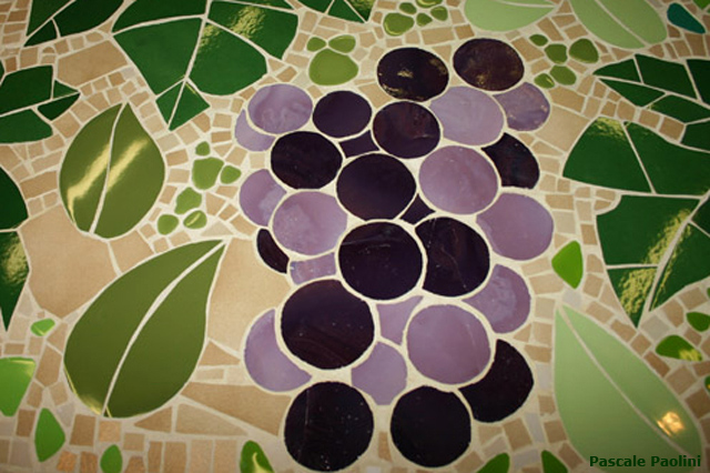 Mosaïque table raisin olive